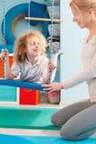 Мальчик используя качание терапией Стоковые Изображения RF