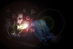 Мальчик используя ПК таблетки Стоковые Фото