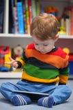 Мальчик используя цифровой планшет Стоковое Изображение