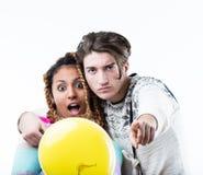 Мальчик и девушка представляя во время партии Стоковые Изображения