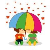 Мальчик и девушка целуя под зонтиком на день валентинки Стоковое Фото
