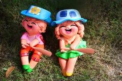Мальчик и девушка штукатурки стоковые изображения