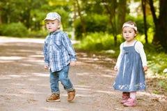 Мальчик и девушка стоковая фотография rf