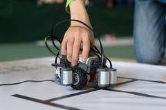 Мальчик и маленький робот Стоковое Изображение RF