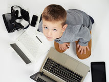 Мальчик и новая технология Стоковые Изображения