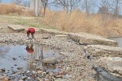 Мальчик и отражение 2 Стоковые Фото