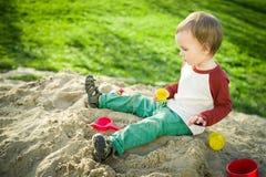 Мальчик и песок Стоковые Изображения