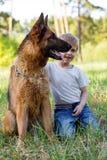 Мальчик и собака для прогулки Стоковое Фото