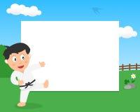 Мальчик карате в рамке парка горизонтальной Стоковое Изображение RF