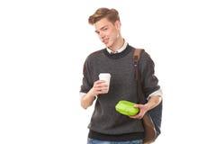 Мальчик коллежа около для того чтобы иметь обед стоковое изображение