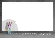 Мальчик красит стену Стоковая Фотография