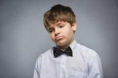 Мальчик крупного плана унылый с потревоженным усиленным выражением стороны Стоковая Фотография