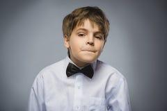 Мальчик крупного плана унылый с потревоженным усиленным выражением стороны стоковые изображения rf