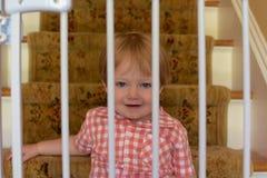 Мальчик малыша за стробами младенца Стоковое Изображение RF