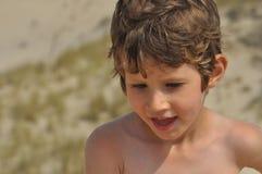 мальчик меньший портрет Ребенок, вьющиеся волосы Стоковое Изображение