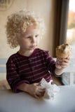 мальчик меньший портрет стоковая фотография rf