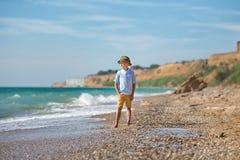 Мальчик моды на пляже Стоковые Изображения