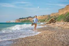 Мальчик моды на пляже Стоковые Фото