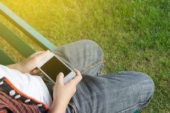 Мальчик наслаждается с smartphone Стоковая Фотография