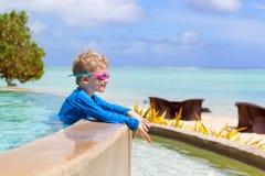 Мальчик на каникулах стоковое фото rf
