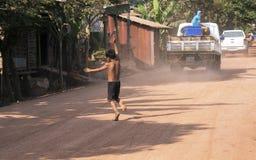 Мальчик на дороге Стоковые Изображения
