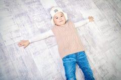 Мальчик на поле Стоковые Фото