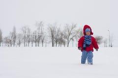 Мальчик на снеге Стоковые Фотографии RF