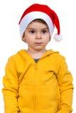 Мальчик нося на красной шляпе хелпера Санты Изолировано над белой предпосылкой Стоковое Фото