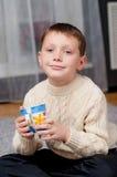 Мальчик дома на ковре Стоковое фото RF