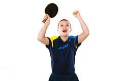 Мальчик празднуя безупречную победу в изолированном настольном теннисе Стоковое фото RF