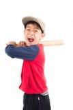 Мальчик принимая бейсбольную биту на белой предпосылке Стоковые Фото