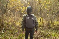 Мальчик-путешественник с рюкзаком Стоковое Фото