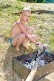Мальчик разжигает Стоковое Изображение