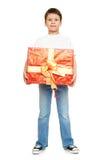 Мальчик ребенка при подарок коробки изолированный на белой предпосылке, концепции праздника Стоковые Изображения