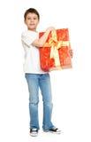 Мальчик ребенка при подарок коробки изолированный на белой предпосылке, концепции праздника Стоковые Изображения RF