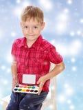 Мальчик рисует краски Стоковое Изображение