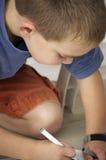 Мальчик рисуя изображение Стоковое Изображение