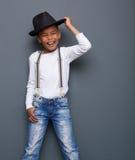 Мальчик смеясь над с шляпой Стоковое Изображение RF