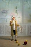Мальчик стоит в винтажных одеждах Стоковая Фотография