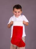Мальчик счастливый с чулком рождества Стоковые Изображения