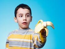 Мальчик с бананом Стоковая Фотография