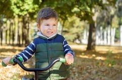 Мальчик с велосипедом Стоковые Изображения RF