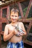 Мальчик с зайчиком Стоковые Фотографии RF