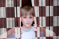 Мальчик с занавесом смертной казни через повешение стоковое изображение rf
