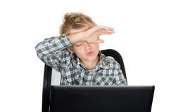 мальчик с компьтер-книжкой Стоковое фото RF