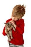 Мальчик с котенком Стоковые Изображения