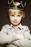 Мальчик с кроной Стоковое Изображение RF