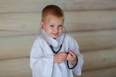 Мальчик с стетоскопом Стоковое Изображение RF