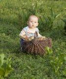 Мальчик с луками Стоковое Изображение