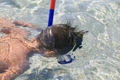 Мальчик с snorkeling маской Стоковое Изображение RF